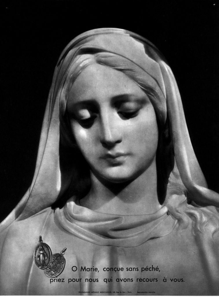 image de la Vierge de la rue du Bac en noir et blanc