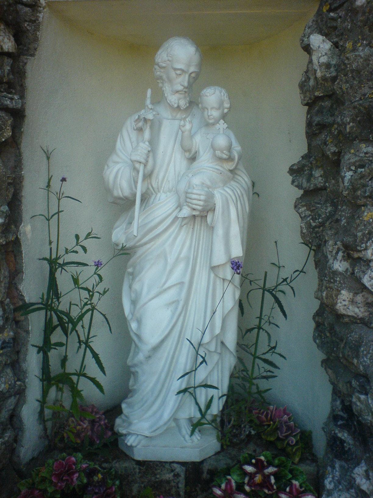 Saint Joseph et l'enfant Jésus - cimetière de Saint Sigismond (49)