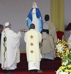Le Pape encense Notre Dame de la Médaille Miraculeuse