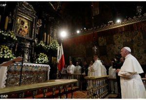 Le Pape devant l'icône de la Vierge Noire à Jasna Gora