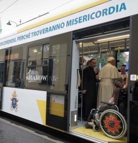 Le Pape en tram à Cracovie