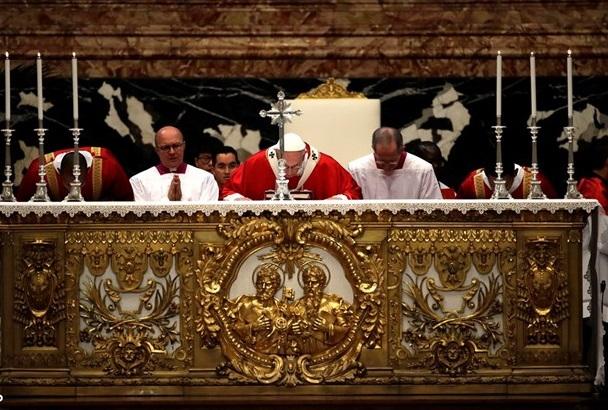 messe à Saint Pierre pour les cardinaux et évêques morts dans l'année