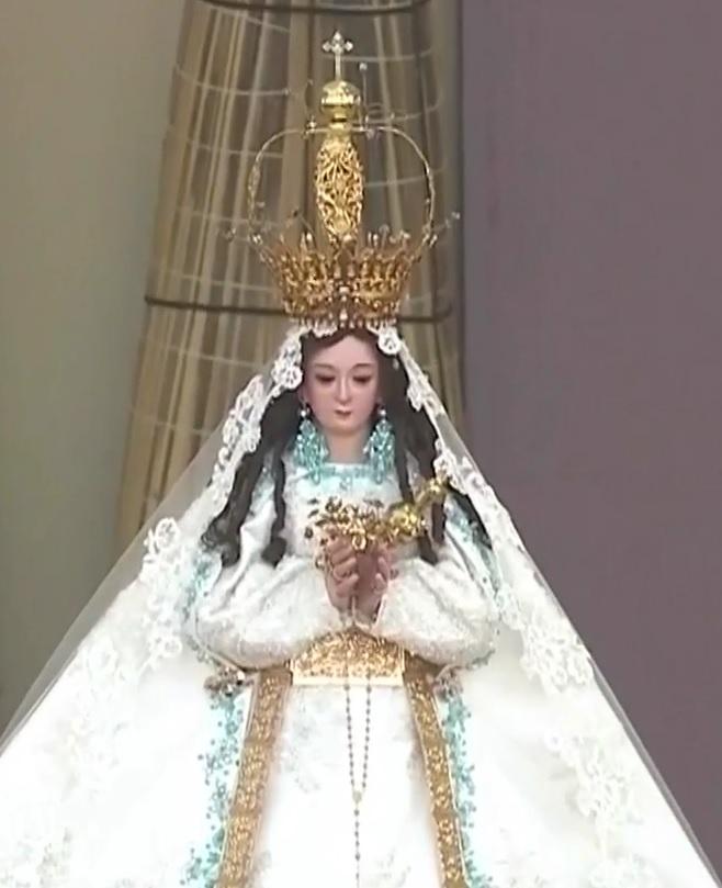 Notre Dame de la Porte durant la messe face au Pacifique à Trujillo