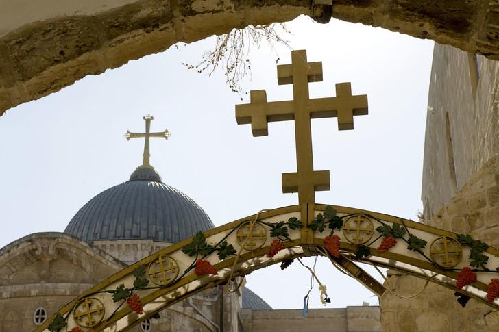 croix d'églises chrétiennes à Jérusalem (proches du saint Sépulcre et du Golgotha)