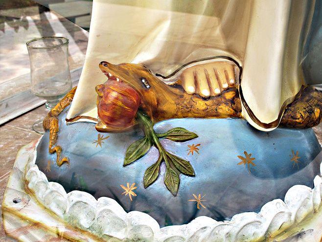 REGARDONS NOTRE MÉDAILLE : le serpent - Association de la Médaille  Miraculeuse