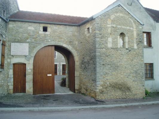 Porche de la maison natale de Sainte Catherine Labouré