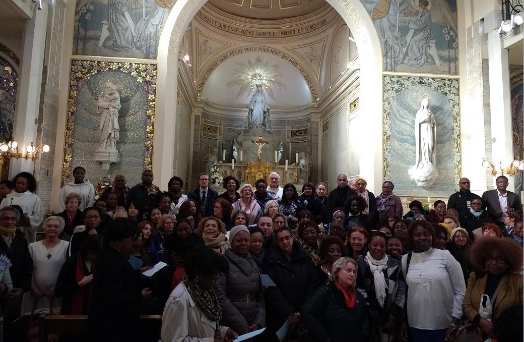Photo prise dans la Chapelle ce mardi 5 mars à la fin de la messe de 15h30 pour les associés de la Médaille Miraculeuse, juste la veille du Carême.