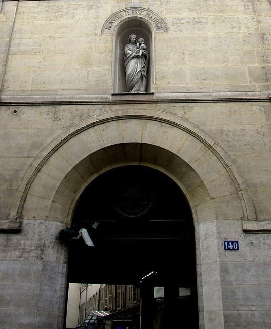 Porche du 140 rue du Bac à Parus