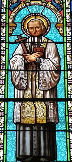 Vitrail de saint Jean-Marie Vianney, dans la chapelle Notre-Dame-de-Consolation à Pierrelongue Drôme