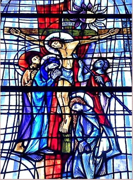 Jésus en croix et les trois Marie vitrail d'Arthur Schouler - église de Bonnefontaine