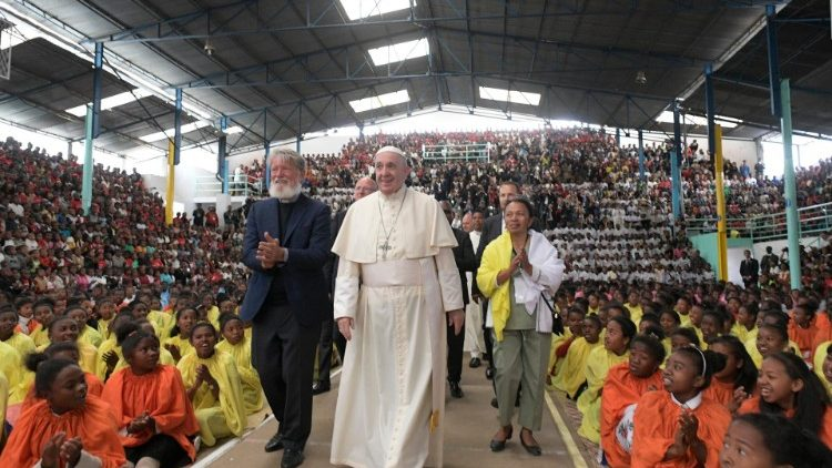 Rencontre du Pape avec les les prêtres, religieux, consacrés et séminaristes - Collège Saint-Michel, Antananarivo - 8 septembre 2019 (Vatican Media)