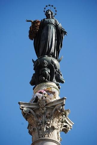 la Colonne de l'Immaculée place d'Espagne à Rome