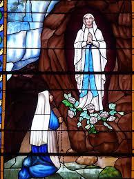 Lourdes - la Vierge sourit